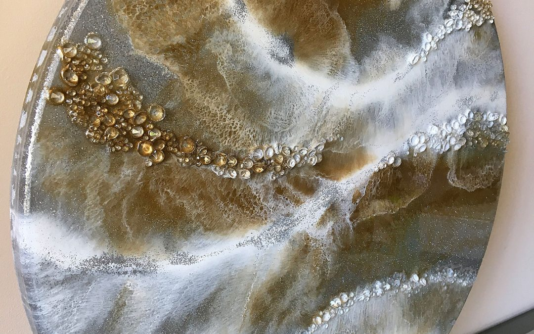 Add glamour and sparkle to your resin art – using Gold, Silver Glitter and Acrylic Diamonds.